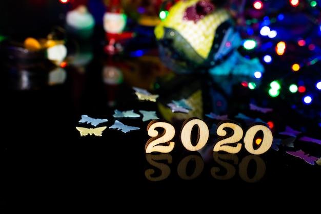 2020 feliz ano novo número de madeira decoração de natal e neve com fundo brilhante e espaço de cópia