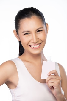20s asian young woman tem uma pele bonita e suave e clareamento limpo. menina acorda de manhã e sentir o sorriso fresco rir como usar loção de tratamento.