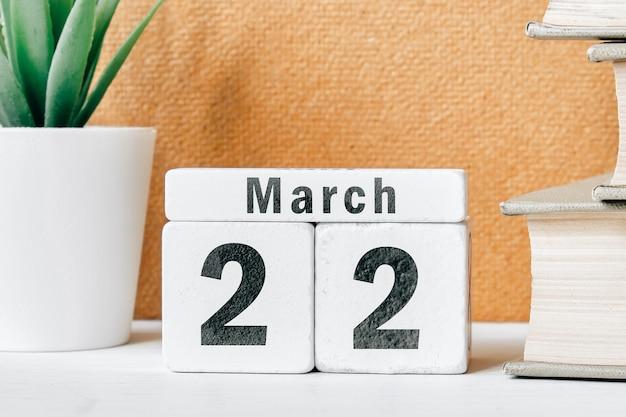 22 vigésimo segundo dia de março do calendário do mês da primavera.