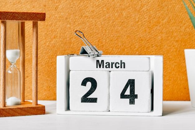 24 vigésimo quarto dia de março do calendário do mês da primavera.