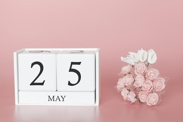 25 de maio. dia 25 do mês. cubo de calendário na rosa moderna