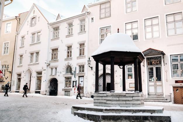 27 de janeiro de 2019.tallinn, estonia.winter vista da cidade velha de tallinn. cidade coberta de neve na costa do mar báltico. edição