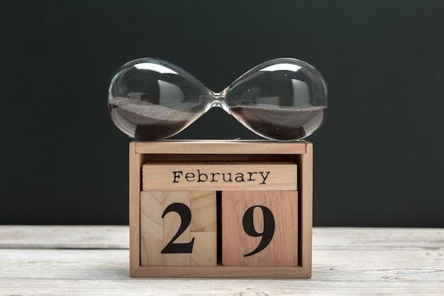 29 de fevereiro. dia 29 do mês de fevereiro, calendário em madeira. inverno