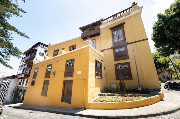 29 de julho de 2019, ilhas canárias, espanha. a loja de vinhos da cidade velha de icod de los vinos, na ilha de tenerife.