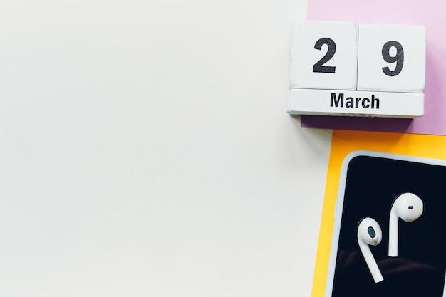 29 vigésimo nono dia da marcha do calendário do mês da primavera com espaço de cópia.