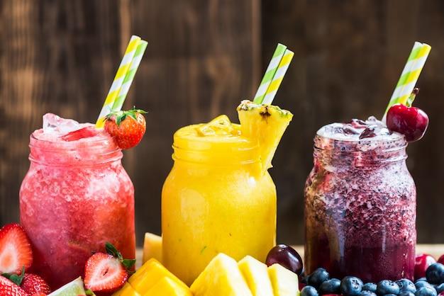 3 deliciosos slushies de frutas e frutas diferentes
