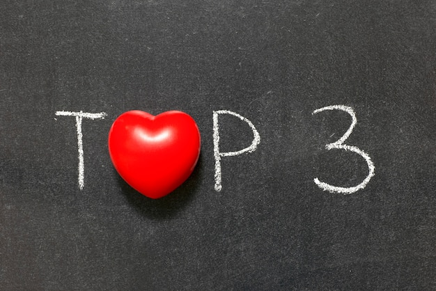 3 principais frases escritas à mão no quadro-negro com o símbolo do coração em vez do o