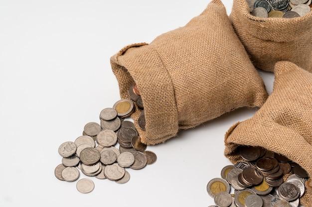 3 sacos de sacos de dinheiro feitos de saco de cânhamo cair no chão