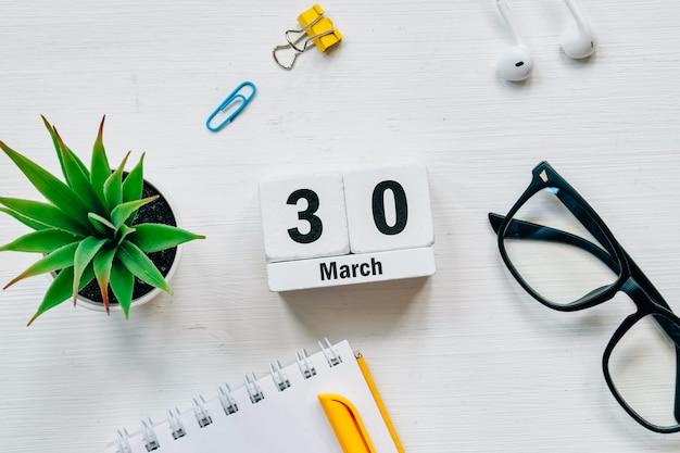 30 trigésimo dia de março do calendário do mês da primavera.