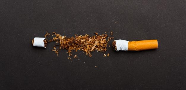 31 de maio do dia mundial sem tabaco - não fumar, close up de cigarro de pilha quebrada ou tabaco pare simbólico
