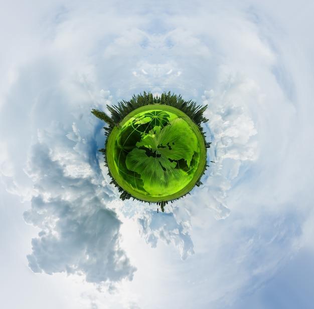 360 graus do globo verde com csky e nuvem