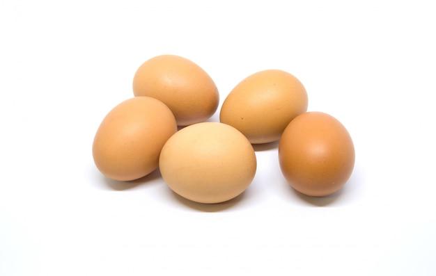5 ovo isolado studio filmado com traçado de recorte em branco