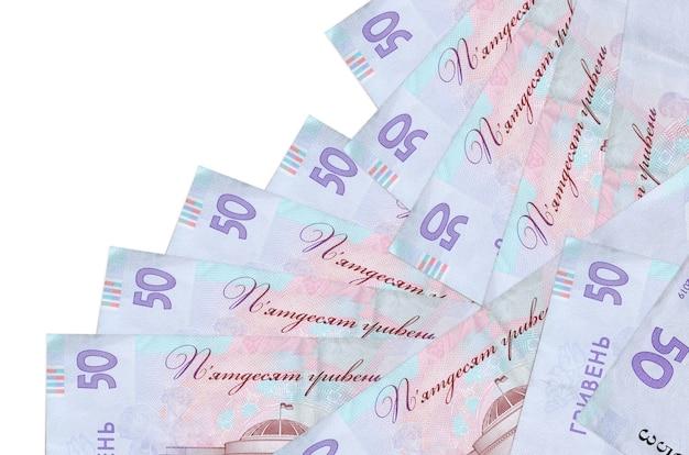 50 contas de hryvnias ucranianas estão em ordem diferente, isoladas no branco