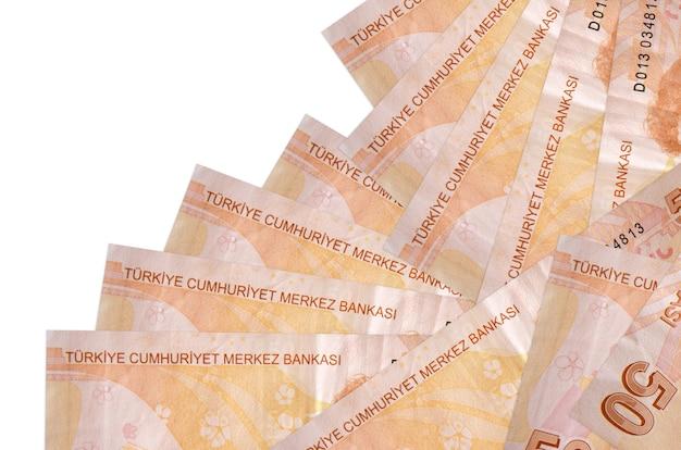50 notas de liras turcas estão em ordem diferente, isoladas no branco