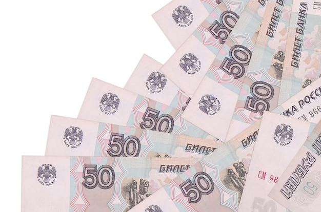 50 notas de rublos russos encontram-se em ordem diferente, isolado no branco. banco local ou conceito de fazer dinheiro.