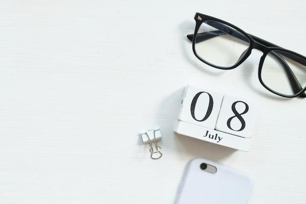 8 de julho oitavo dia do conceito de calendário do mês em blocos de madeira com espaço de cópia.