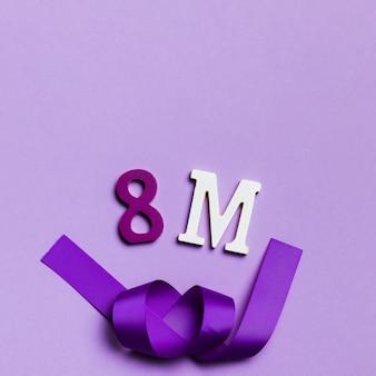 8 de março com fita emaranhada violeta