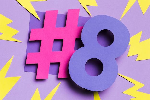8 de março com trovões e hashtag rosa