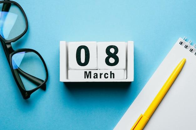 8 oitavo dia de março do calendário do mês da primavera.