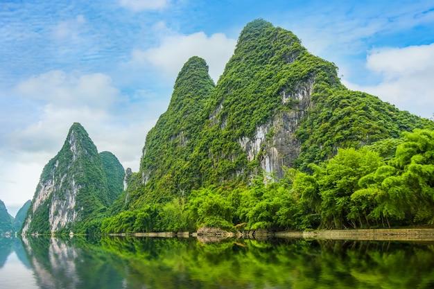 9 paisagens azuis de floresta natural e natural