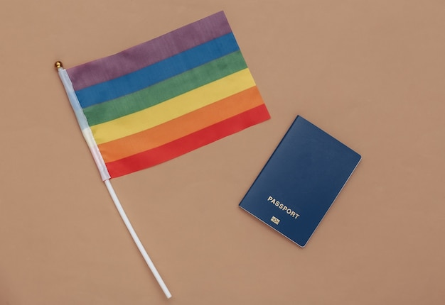 """à ⠗ ã'â """"ã'â‹ ã'â ‹ã â · ã'â ‰ ã âºã âµ e bandeira do arco-ãris lgbt sobre fundo azul. liberdade, tolerância"""