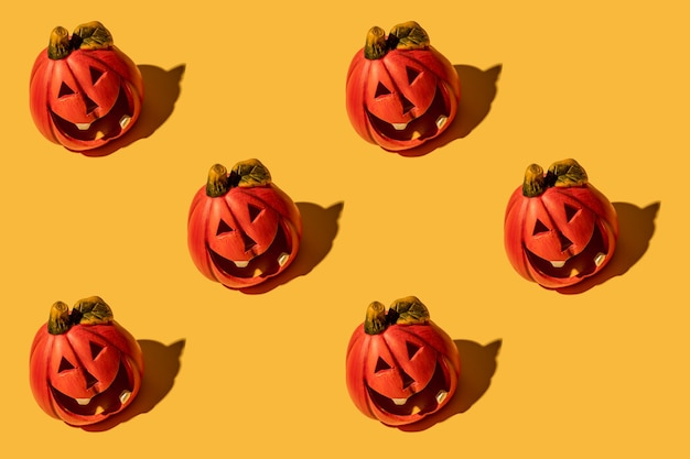 A abóbora é um vegetal de outono. padrão uniforme. fundo amarelo. feriado de halloween.