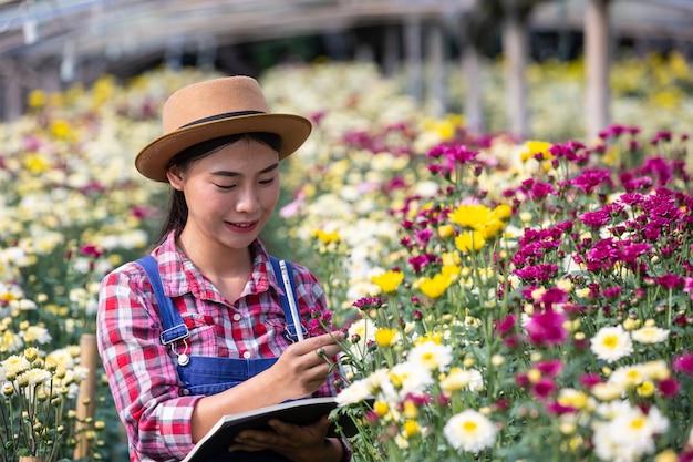 A agricultura está pesquisando variedades de flores, conceitos agrícolas modernos.