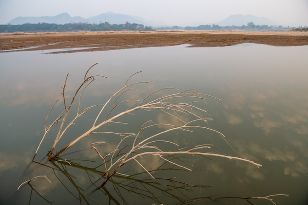 A água do rio mekong caiu para um nível crítico