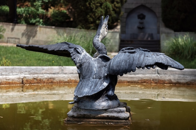 A antiga fonte do palácio dulber, koreiz, crimeia