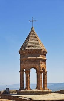 A antiga igreja na cidade de signagi, na geórgia