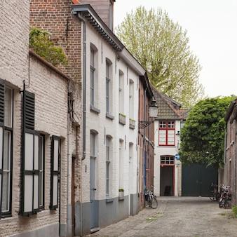 A antiga rua da cidade de bruges
