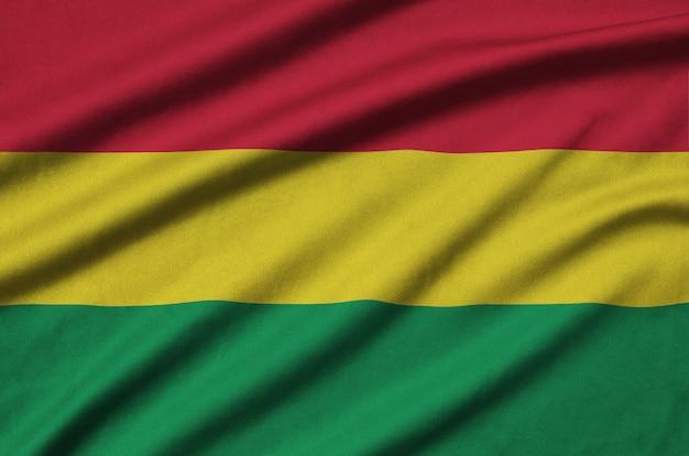 A bandeira da bolívia é retratada em um tecido esportivo com muitas dobras.
