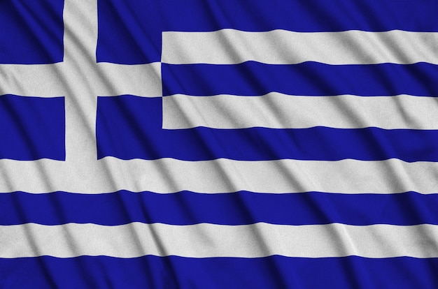 A bandeira da grécia é retratada em um tecido esportivo com muitas dobras.