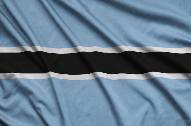 A bandeira do botswana é retratada em um tecido esportivo com muitas dobras.