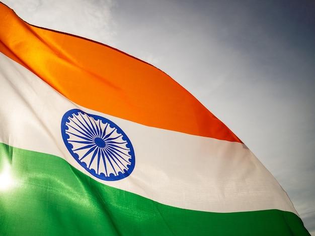 A bandeira indiana ondulada