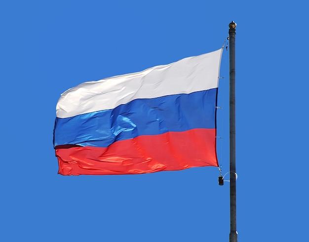 A bandeira nacional da rússia no céu