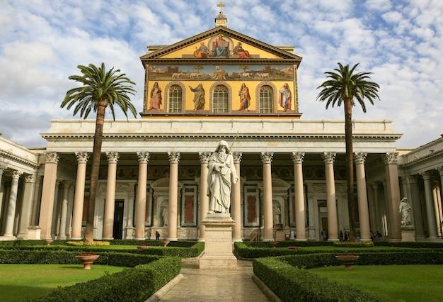 A basílica papal de são paulo fora dos muros