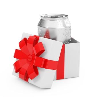 A bebida de alumínio em branco pode com gotas de água em uma caixa de presente com fita vermelha e arco sobre um fundo branco. renderização 3d