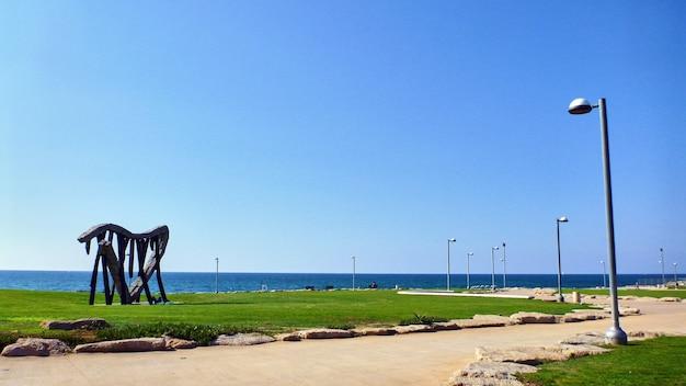 À beira-mar em tel aviv. verão em israel