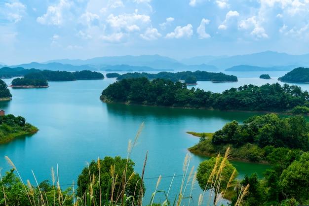 A bela paisagem do lago qiandao