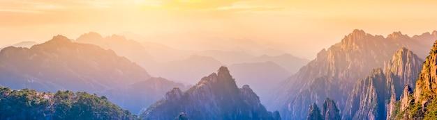 A bela paisagem natural da montanha huangshan na china