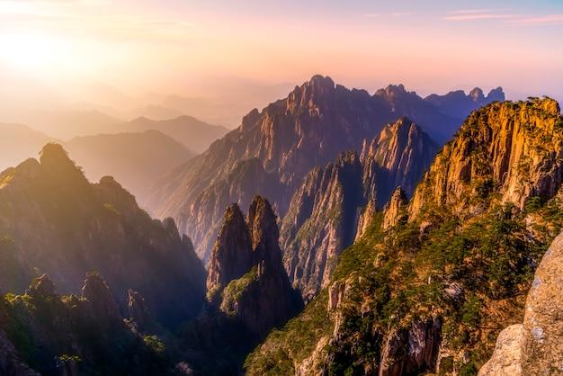 A bela paisagem natural do monte huangshan