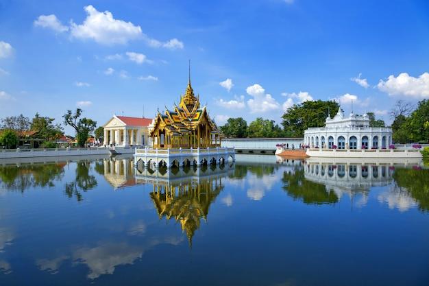 A beleza do palácio da dor do golpe, ayutthaya, tailândia.