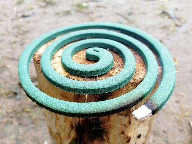 A bobina do mosquito em chamas é um repelente anti-mosquito. repelente de insetos ao ar livre