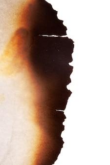 A borda do papel queimado é isolada em um fundo branco. foto de alta qualidade