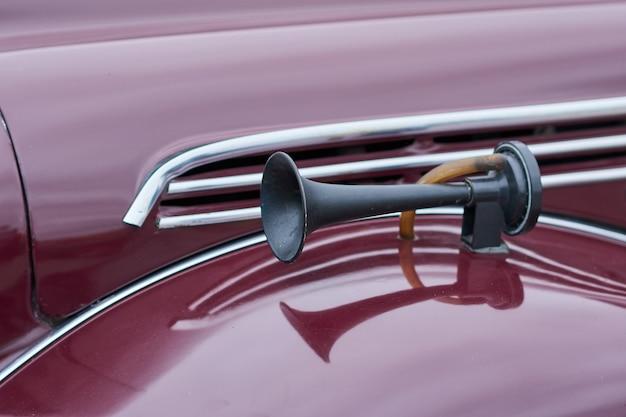 A buzina de um carro velho