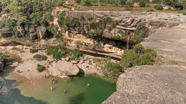 A cachoeira de la portellada do rio tastavins afluente de matarraa em teruel espanha