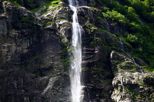 A cachoeira em sognefjord, noruega
