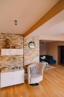 A cadeira do apartamento. projete o interior do apartamento.