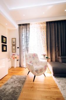 A cadeira no apartamento
